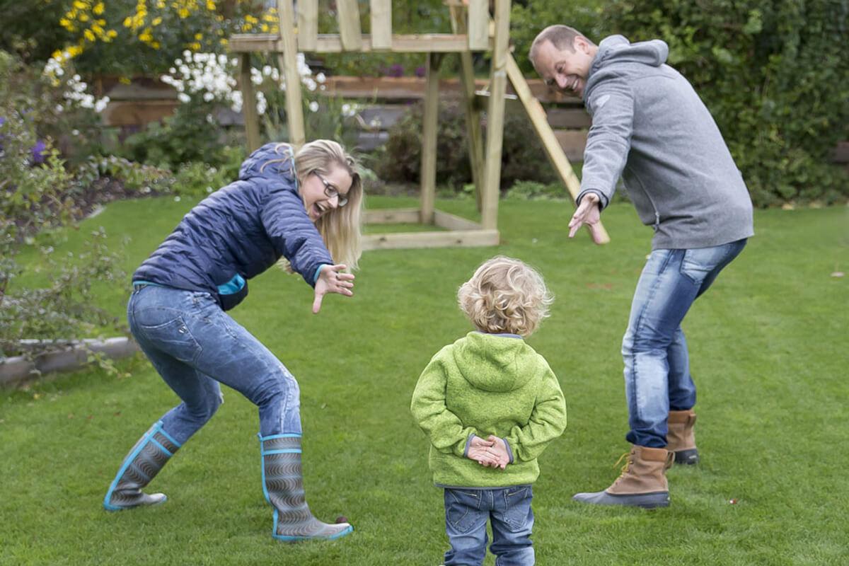 Familie_im-Garten