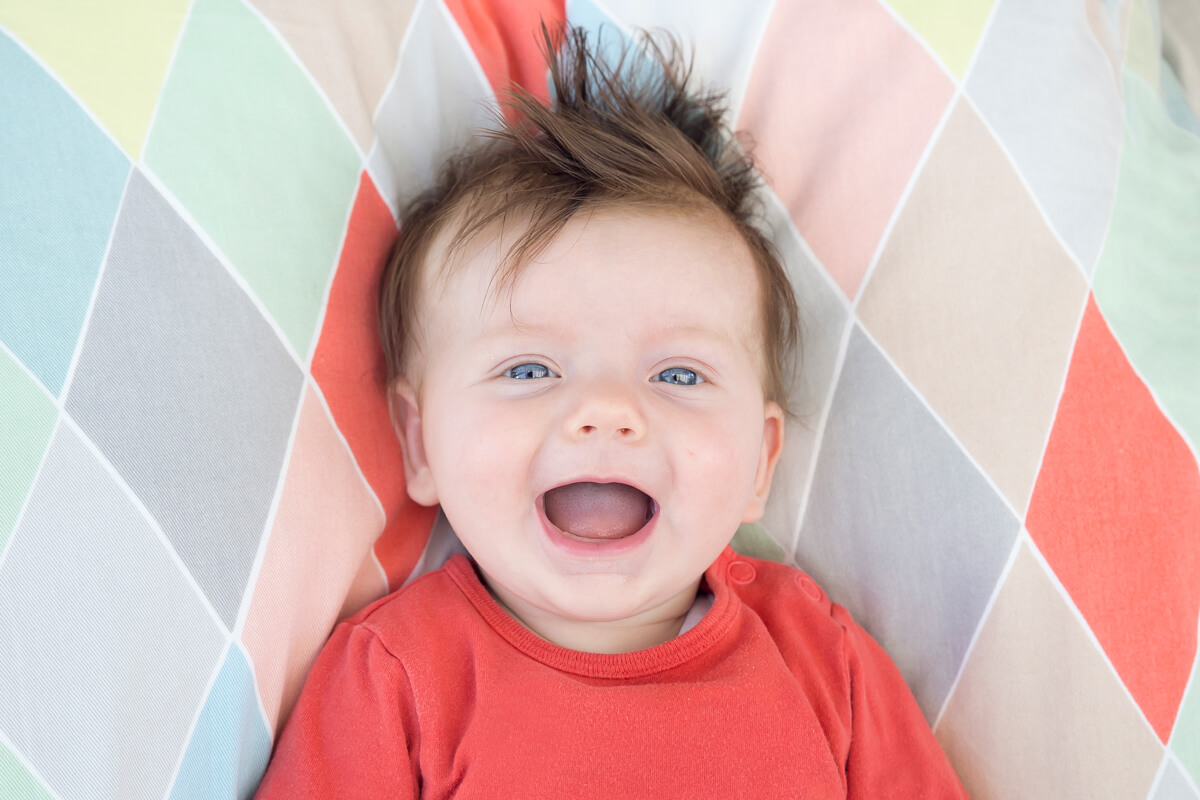 Lachendes_Baby_bunt
