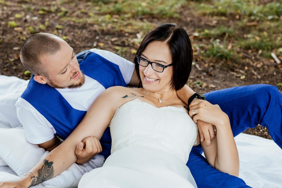 Brautpaar_see_liegend