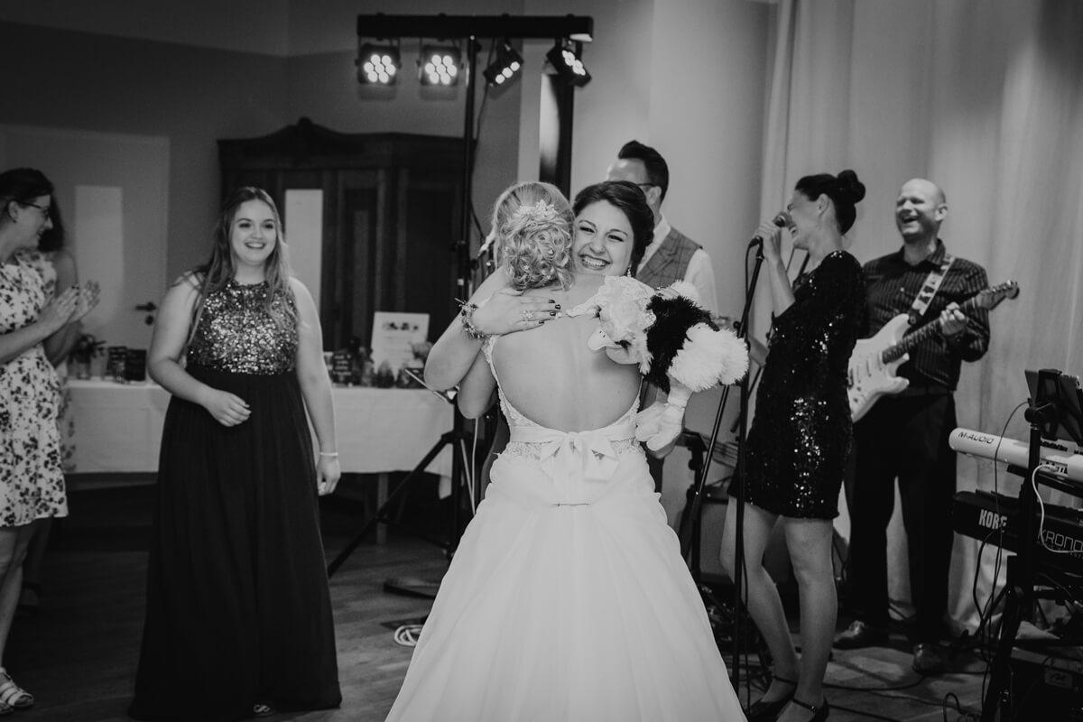 Feier_Brautstrausswerfen