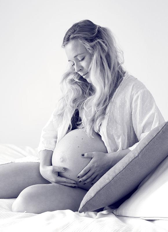Schwangere_auf_Bett
